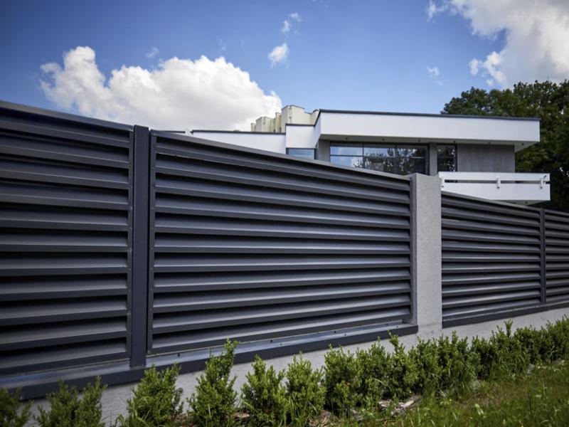Забор-жалюзи: преимущества и особенности конструкции - статья